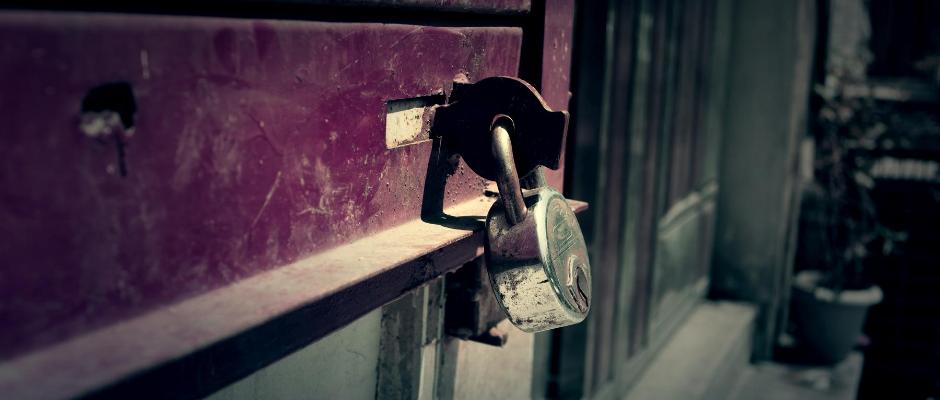 Indien-Lockdown-Schloss-zugesperrt