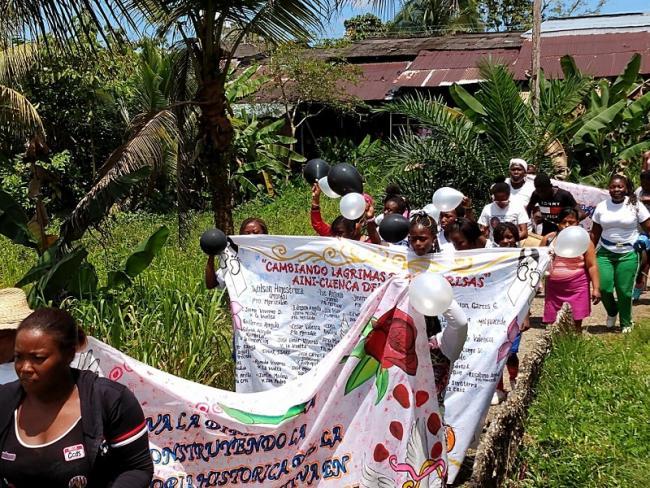 Demonstration am Fluss Naya