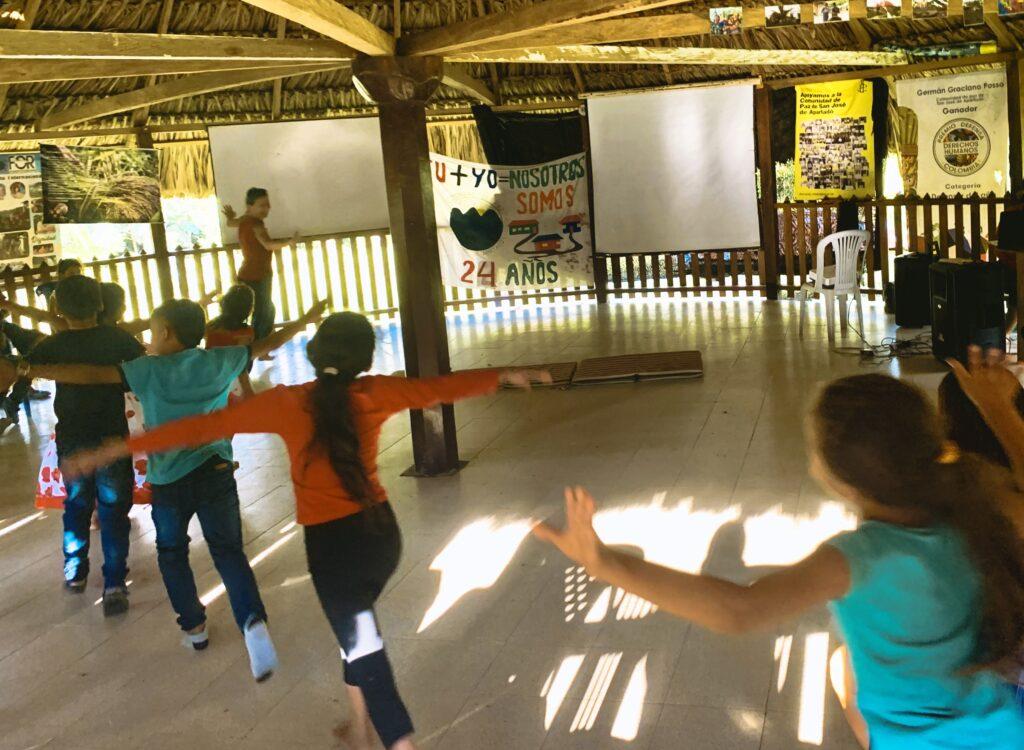 Workshop_Akrobatik_Friedensgemeinde_fliegen